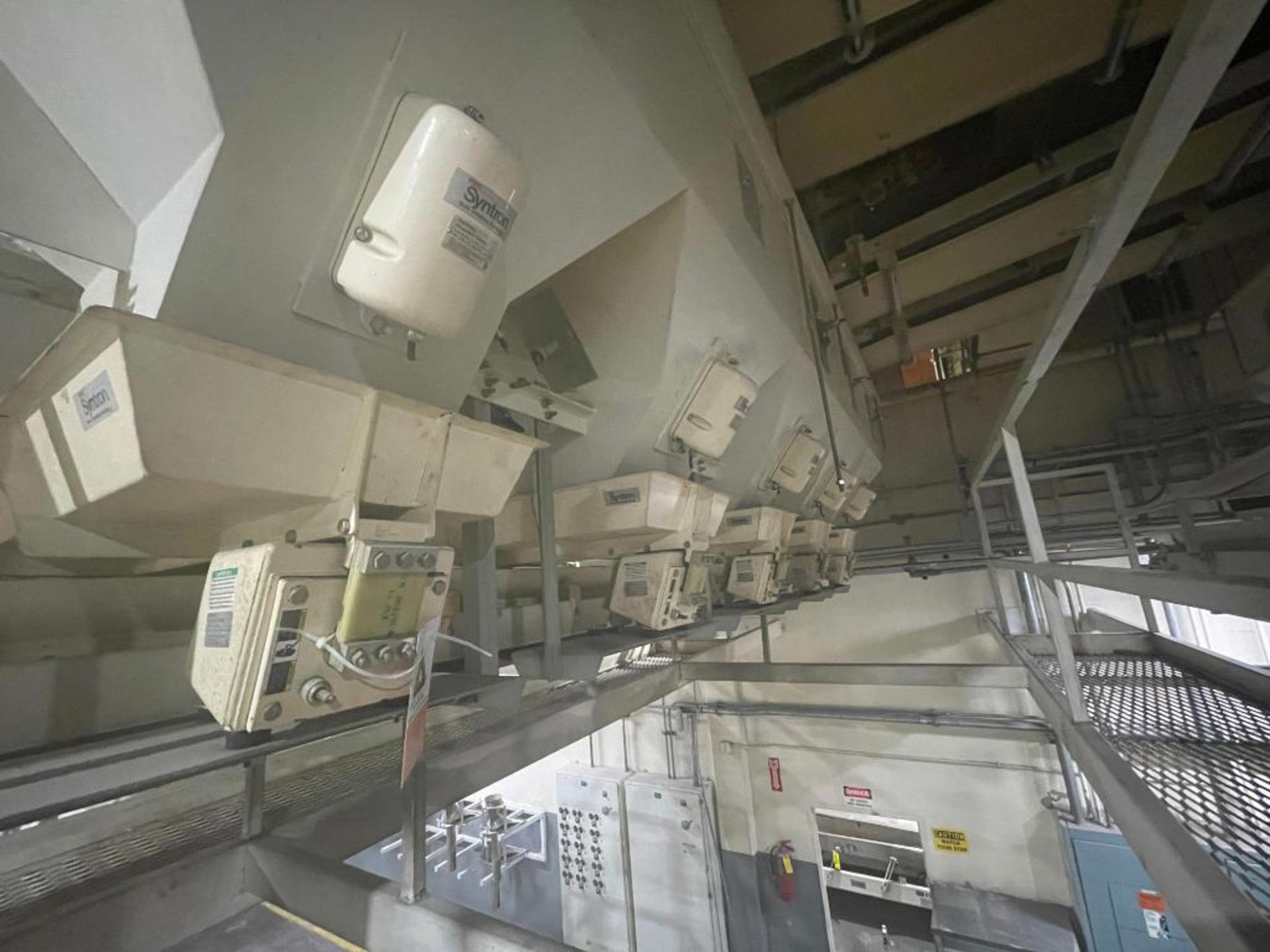 Aseeco 5-bin blending system with 5 Syntron vibratory feeders on bottom - Image 7 of 18