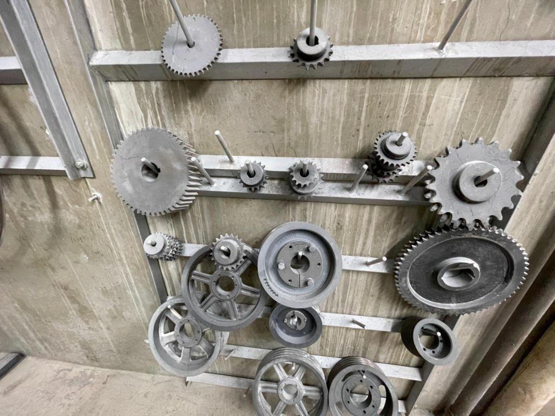 gears and pulleys - Image 13 of 17