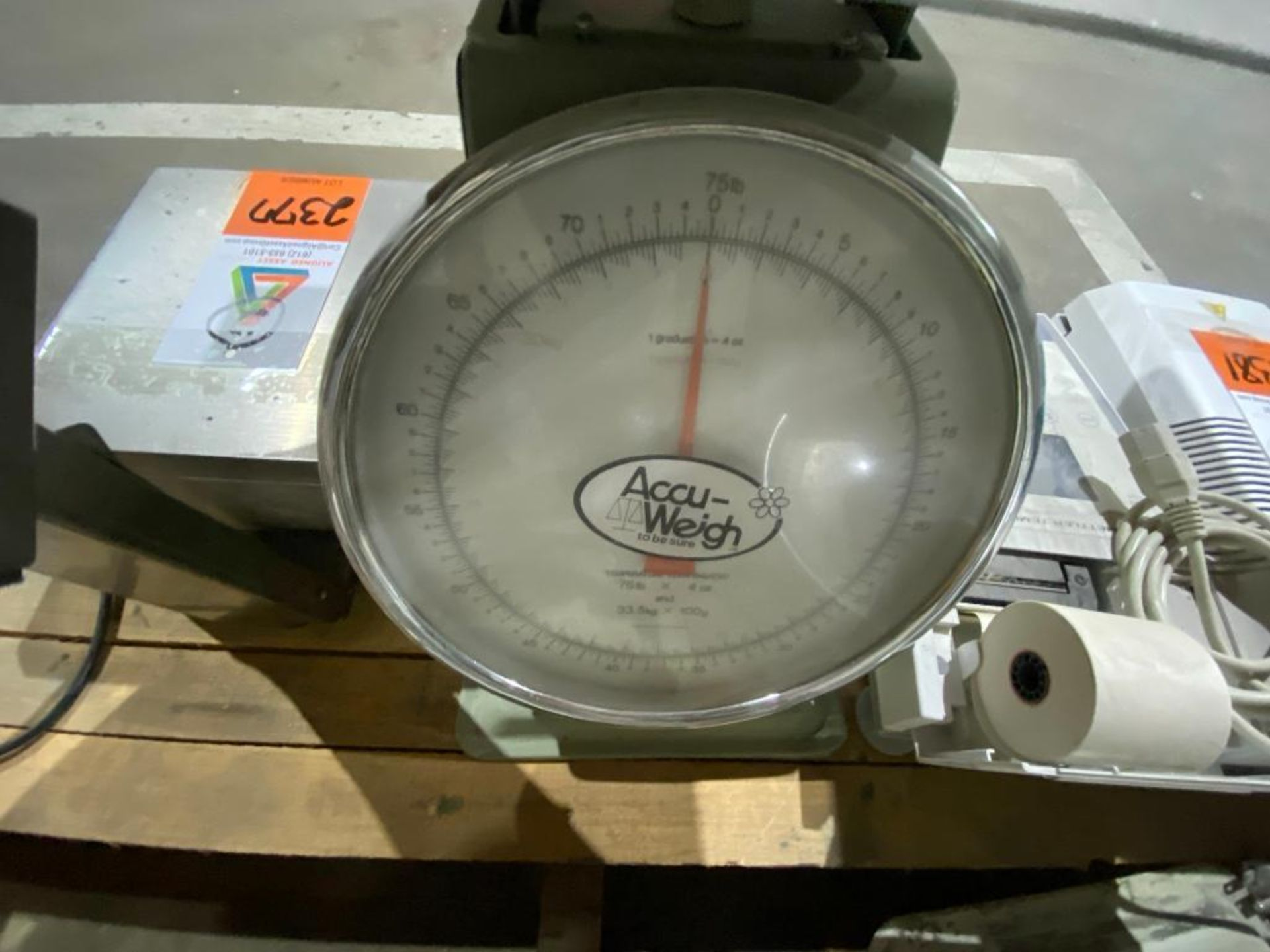 Mettler Toledo digital scale and Accu-Weigh manual scale - Image 4 of 5