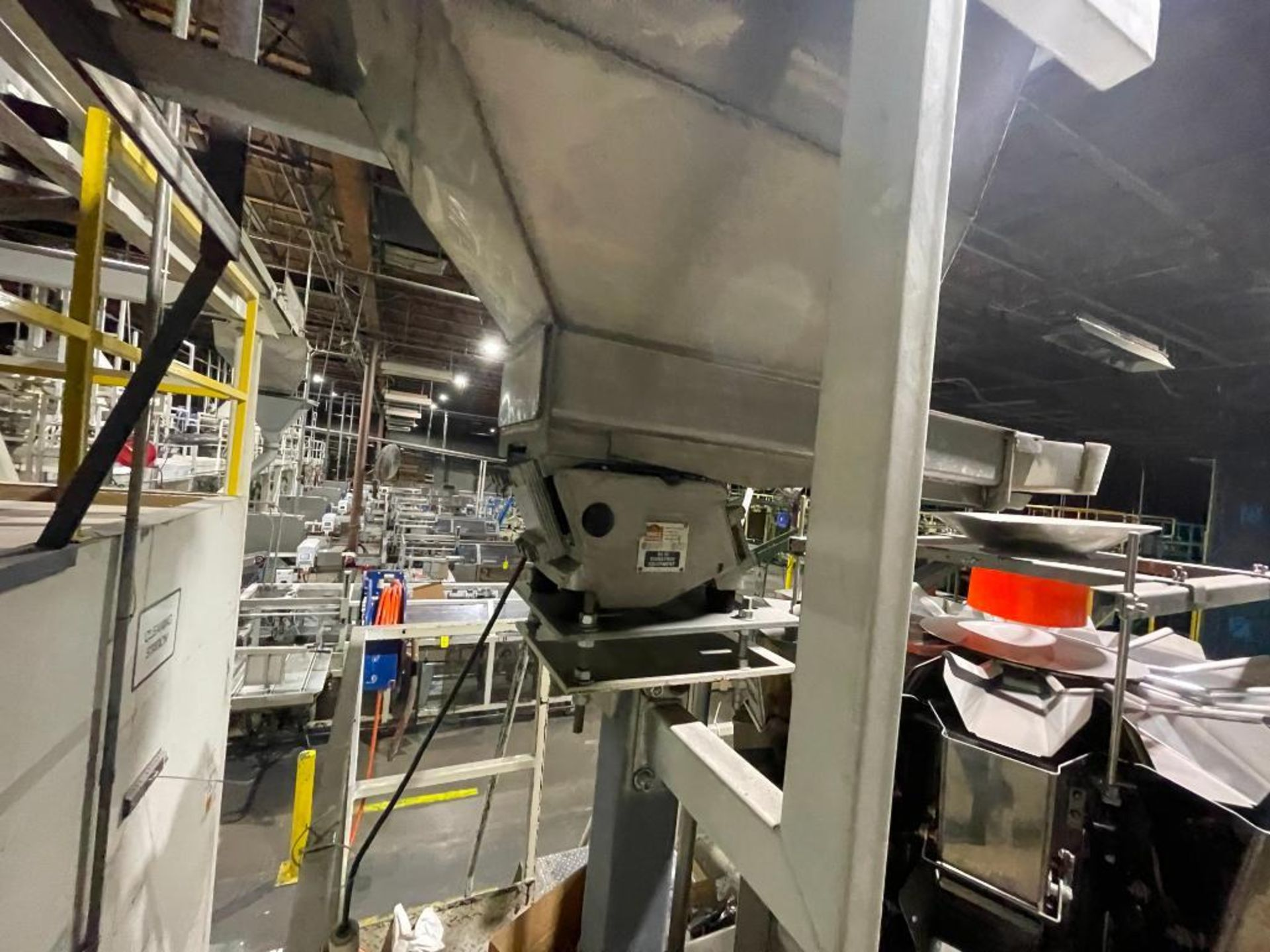 Eriez vibratory conveyor - Image 5 of 12