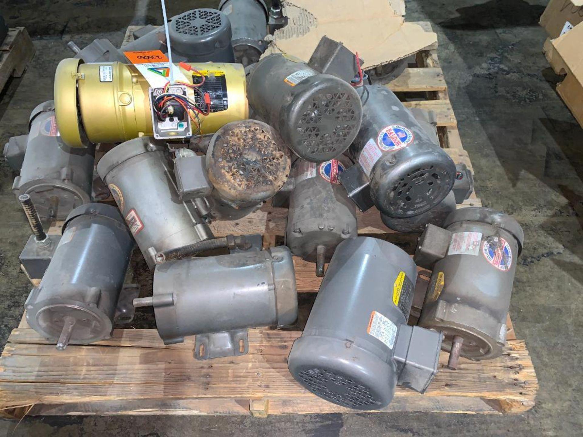 pallet of various used motors - Image 2 of 4