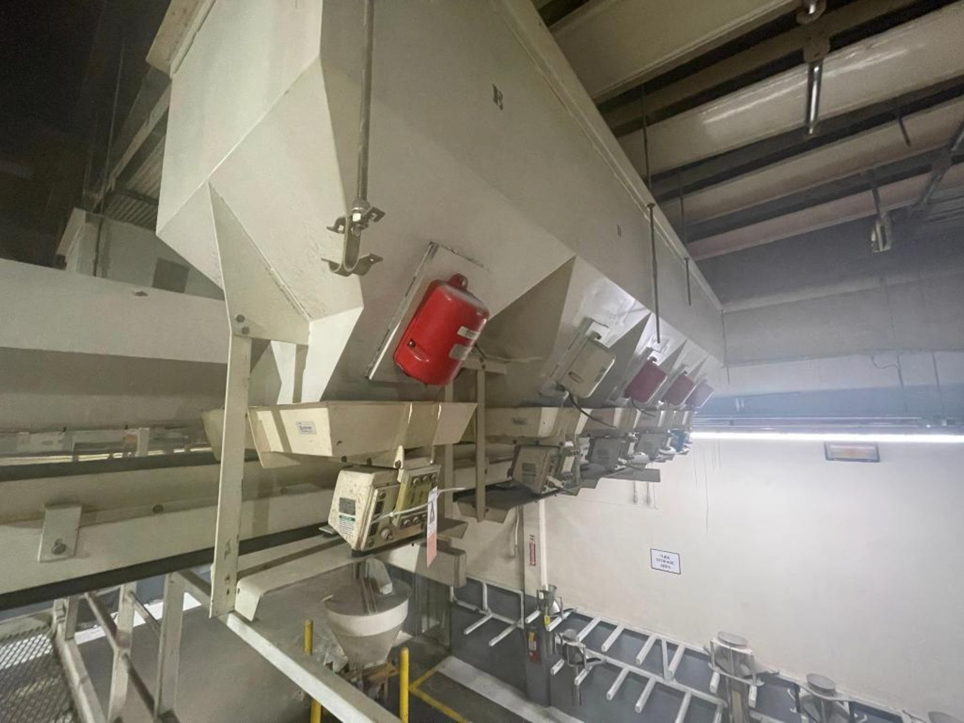 Aseeco 5-bin blending system with 5 Syntron vibratory feeders on bottom - Image 7 of 12