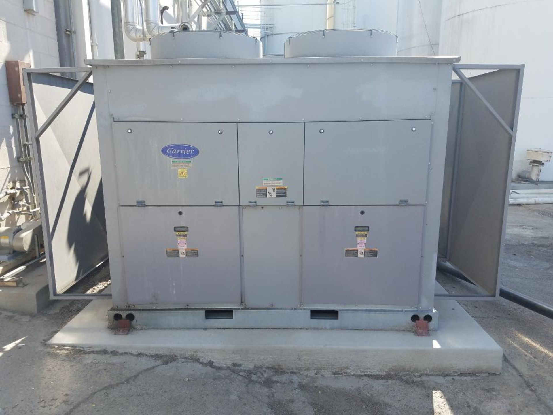 Carrier water chiller - Image 2 of 6