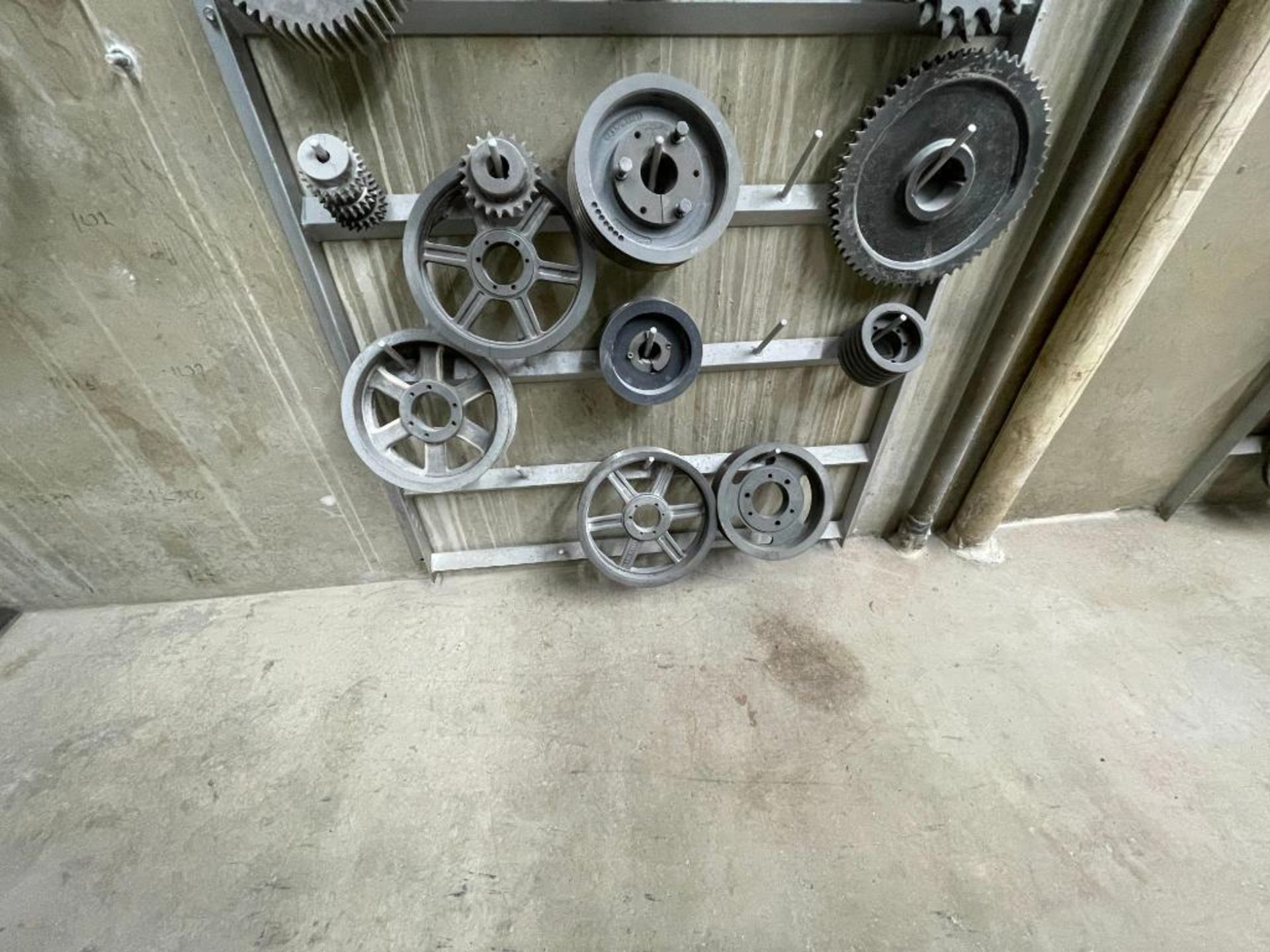 gears and pulleys - Image 14 of 17
