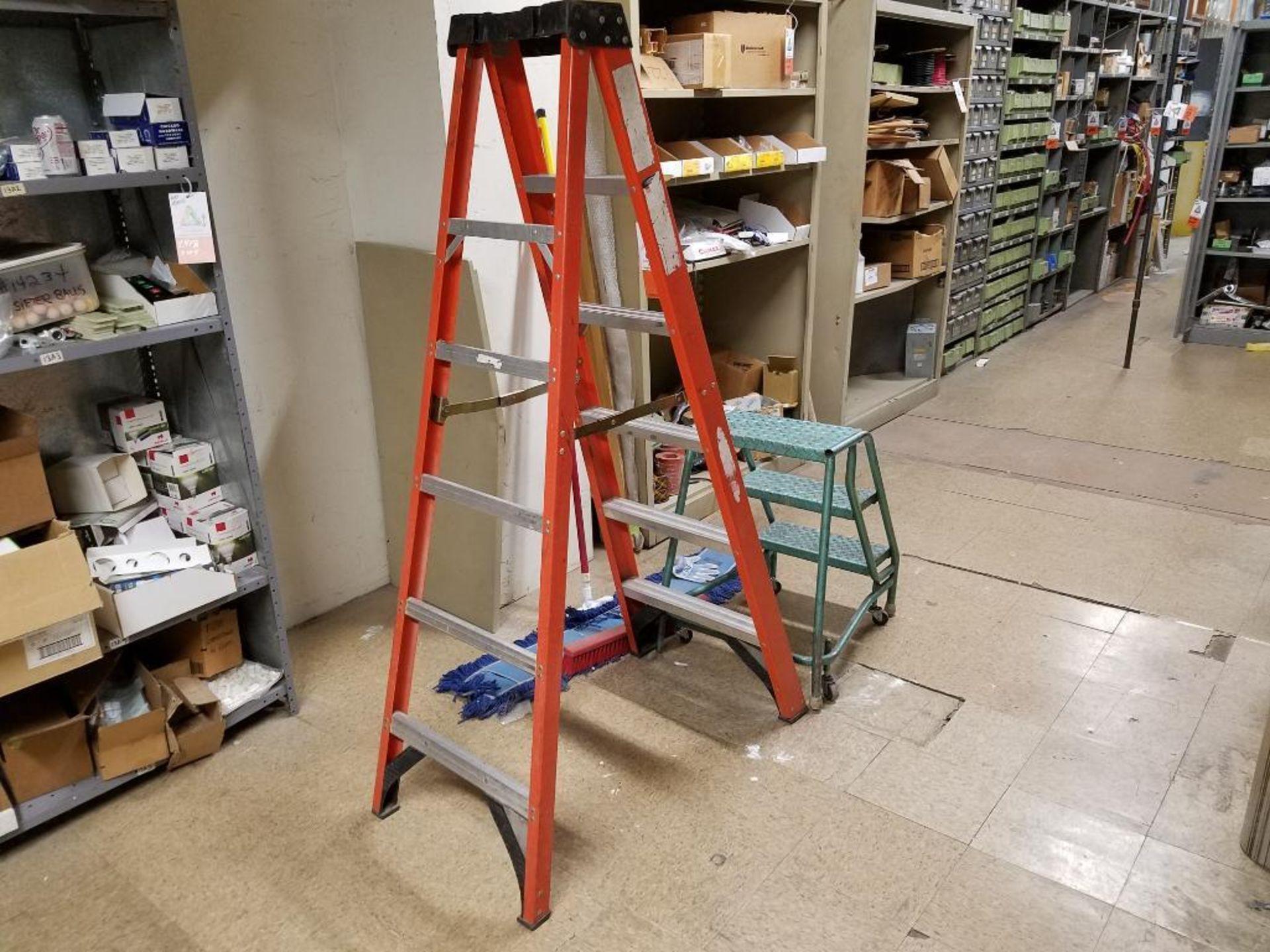 Werner 5-step 6 ft. a-frame ladder and Ladder Industries 3-step mobile platform - Image 2 of 2
