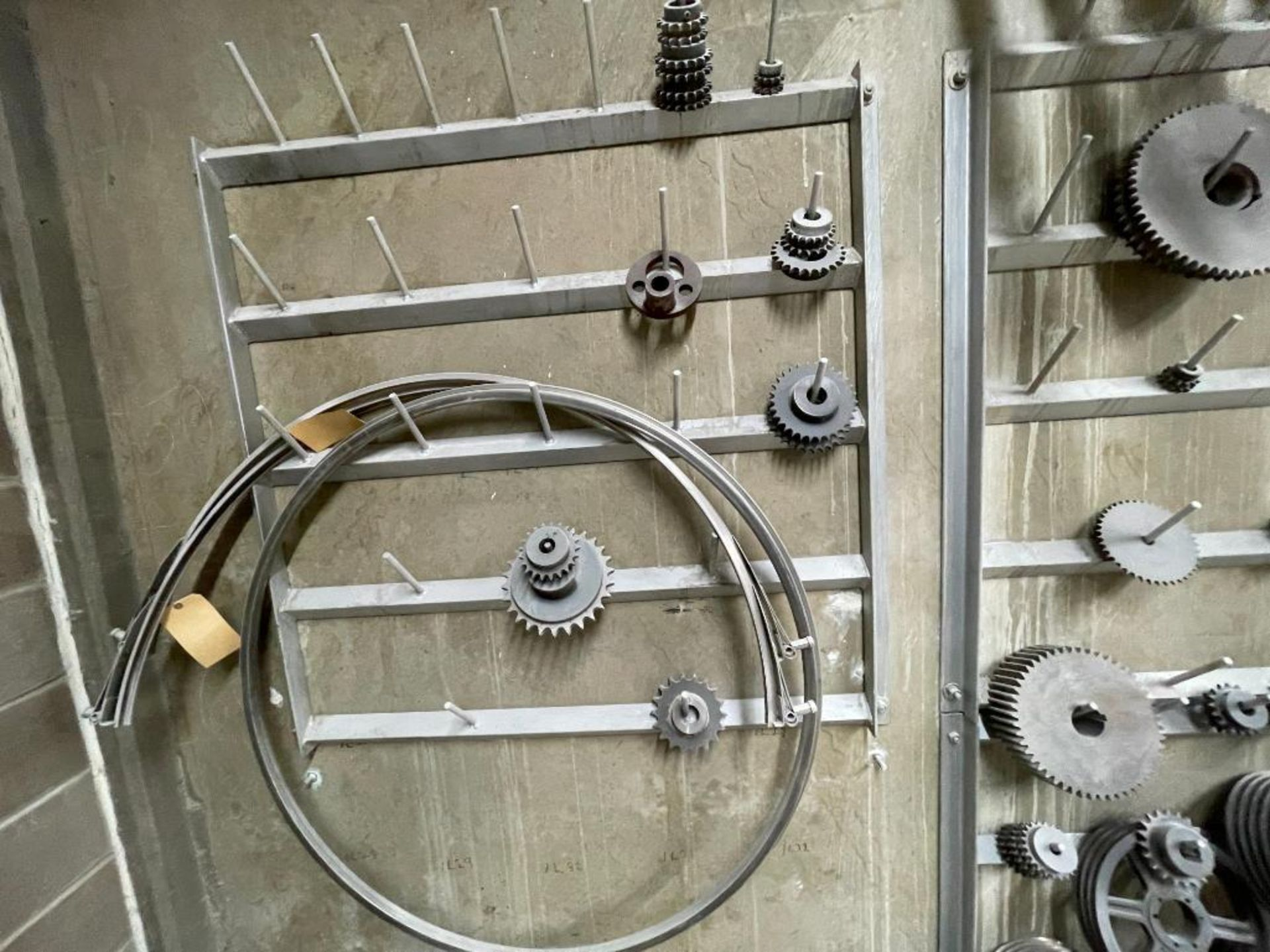 gears and pulleys - Image 15 of 17