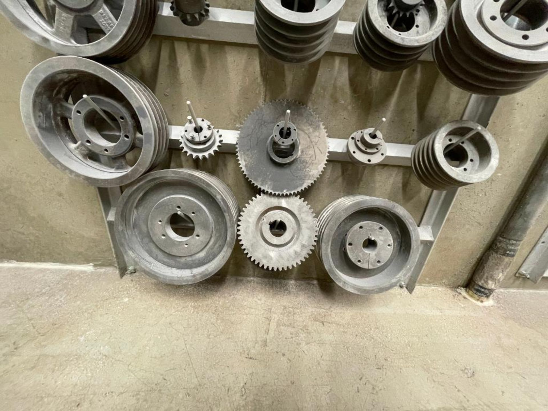 gears and pulleys - Image 9 of 17