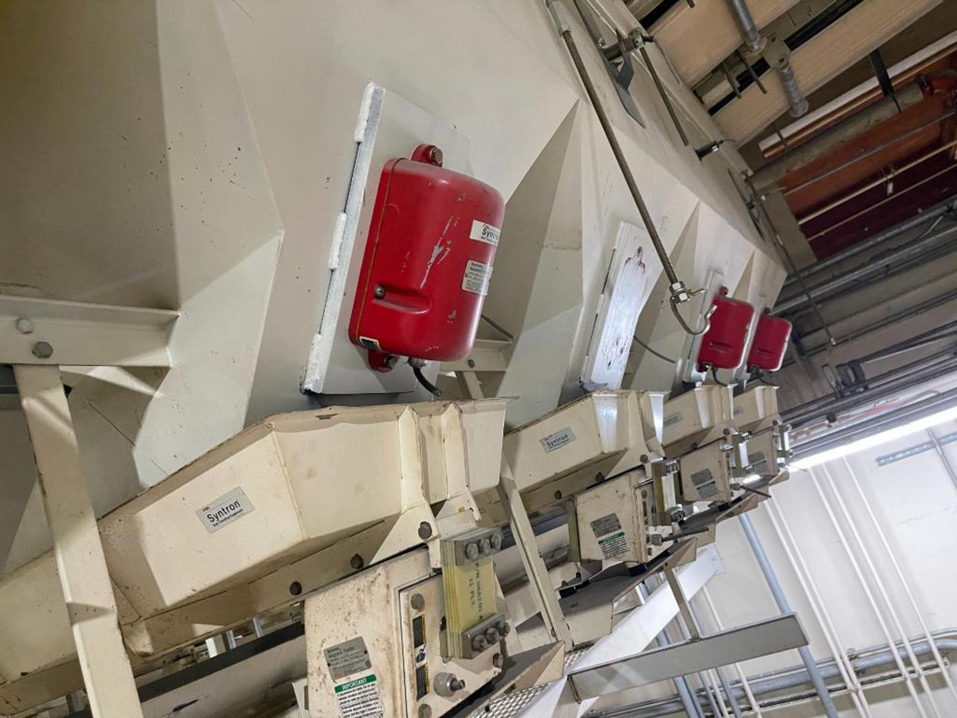 Aseeco 5-bin blending system with 5 Syntron vibratory feeders on bottom - Image 12 of 18