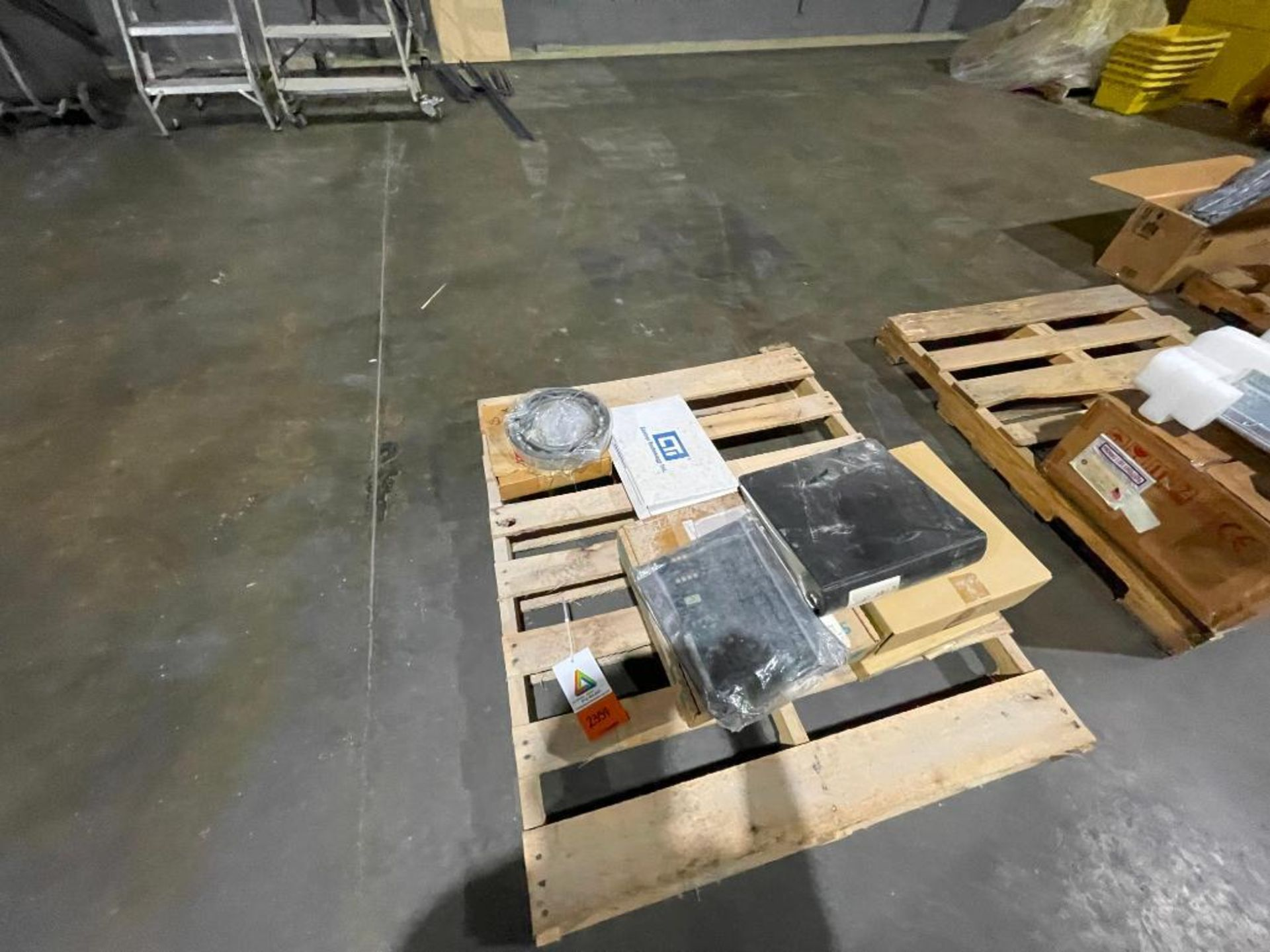 pallet of Siemens components - Image 2 of 5