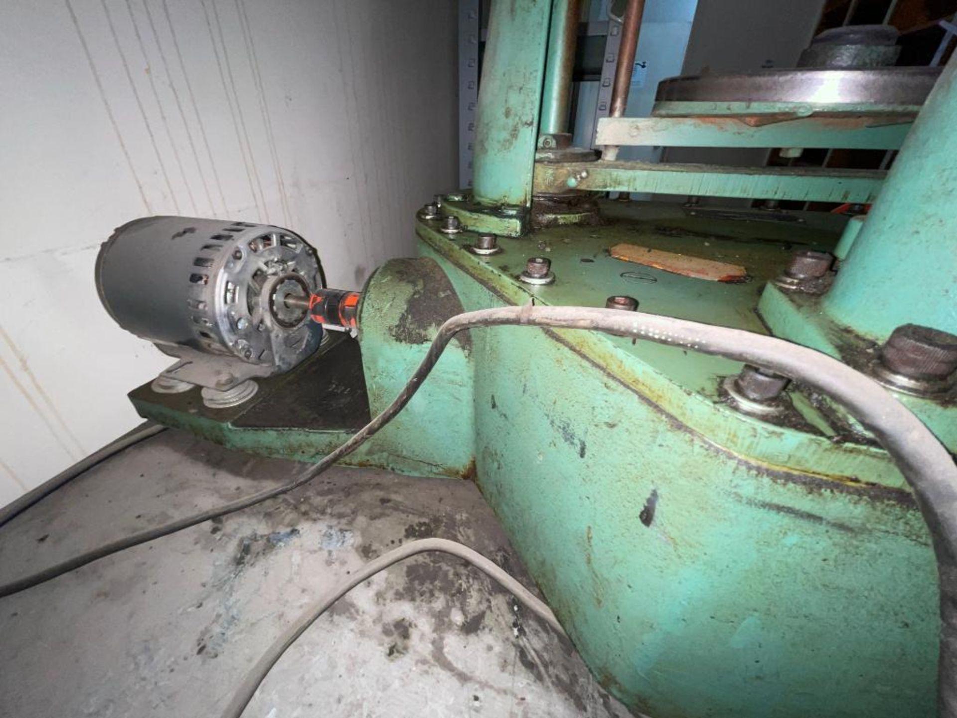 Ro-Tap testing sieve shaker - Image 6 of 8