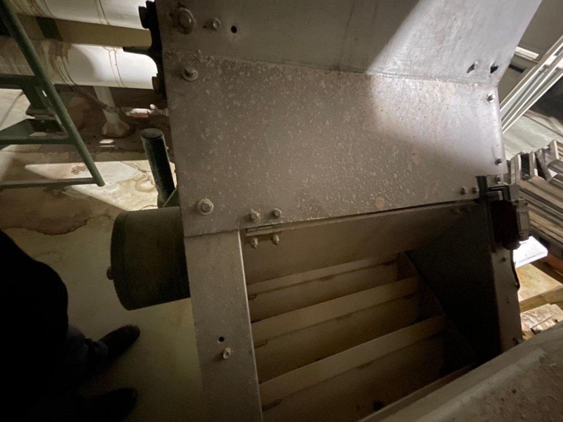 mild steel incline overlapping bucket conveyor - Image 7 of 7
