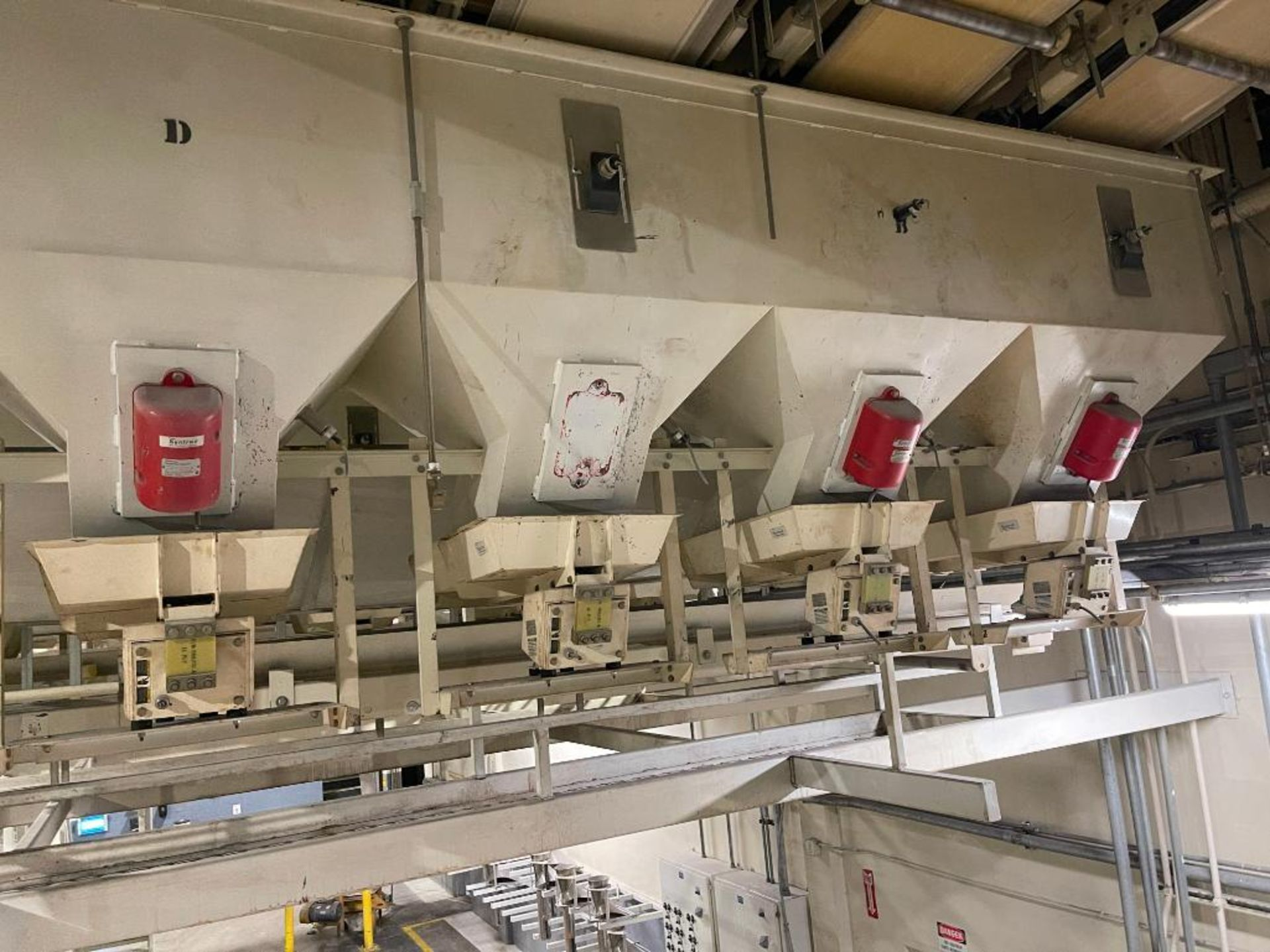 Aseeco 5-bin blending system with 5 Syntron vibratory feeders on bottom - Image 17 of 18
