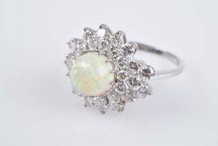 Luxeriöser Opal-Brillant-Ring 750 Weißgold (18 ct), hochgewölbter Opal-Cabochon, in