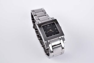 GUCCI Damenarmbanduhr Modell 7900 L.1, Edelstahl, Quarz, schwarzes Zifferblatt, Faltsc