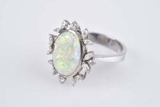 Opal-Brillant-Ring WG 750, Opal-Cabochon, D 15 mm, flankiert von Brillanten, à ca. 0,