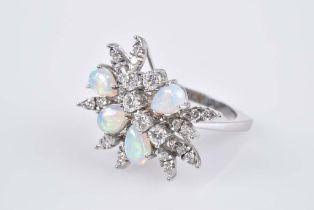 Opulenter Opal-Brillant-Ring WG 750, 10 g, floral, abstrakt, assymetrisch, mit 4 tropf