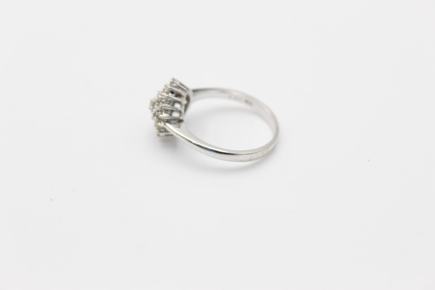 9ct white gold diamond cluster ring 3.4g Size P - Image 2 of 5