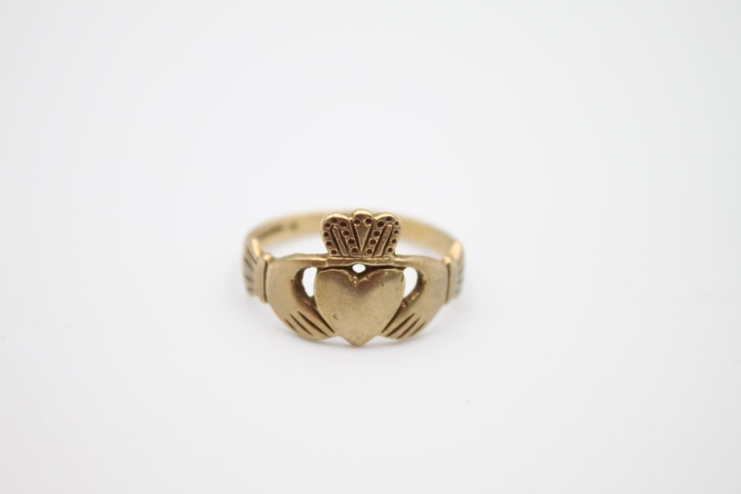 2 x 9ct gold Claddagh rings 4.1g Size K & O - Image 2 of 5