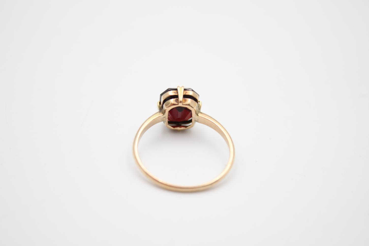 vintage 9ct gold garnet solitaire ring 2.1g Size O - Image 3 of 5