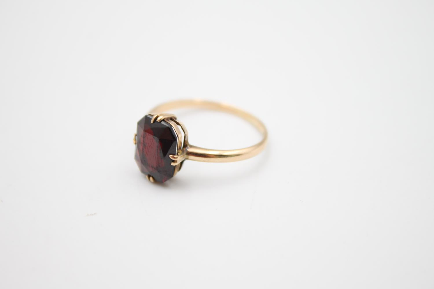 vintage 9ct gold garnet solitaire ring 2.1g Size O - Image 2 of 5