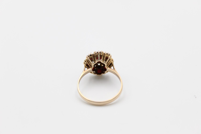 Vintage 9ct Gold garnet cluster ring 3.3g Size R - Image 3 of 4