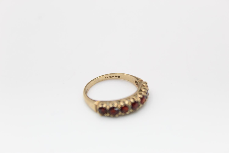 2 x 9ct Gold gemstone rings inc. garnet, five stone 4.7g Size M & L - Image 6 of 10