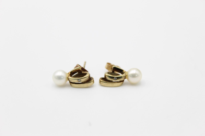 2 x 9ct gold diamond earrings inc pearl, hoops 3.9g - Image 2 of 9