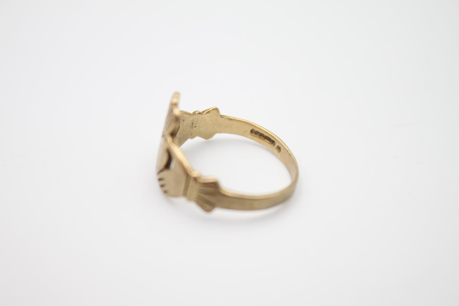 2 x 9ct gold Claddagh rings 4.1g Size K & O - Image 3 of 5