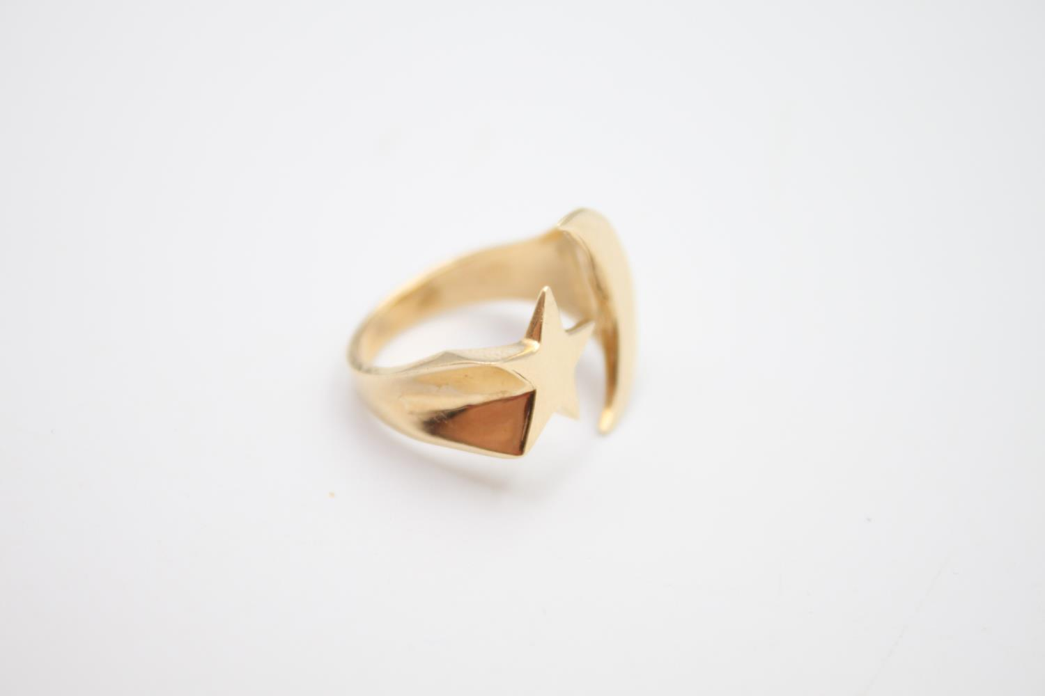 14ct gold moon and star signet style ring 4.8g Size K - Image 3 of 5
