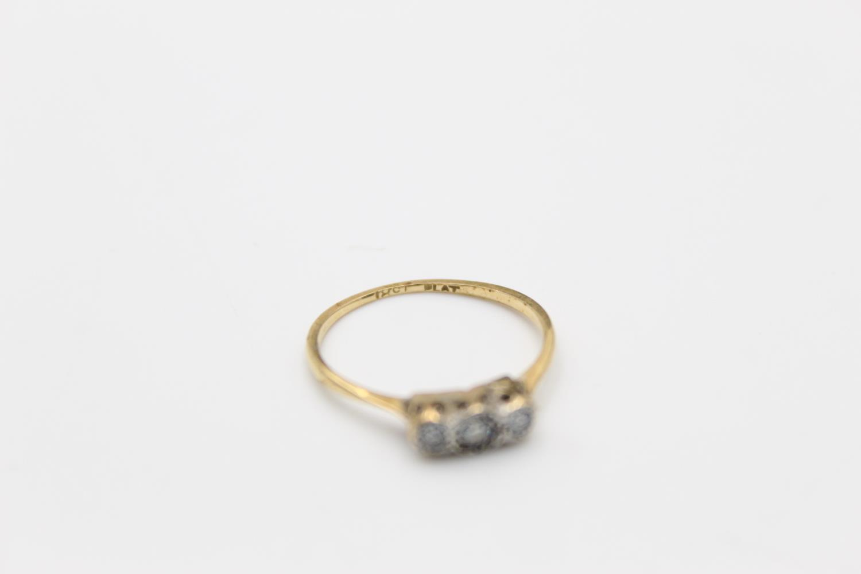 Vintage 18ct Gold & platinum trilogy diamond ring 1.4g Size J - Image 4 of 4