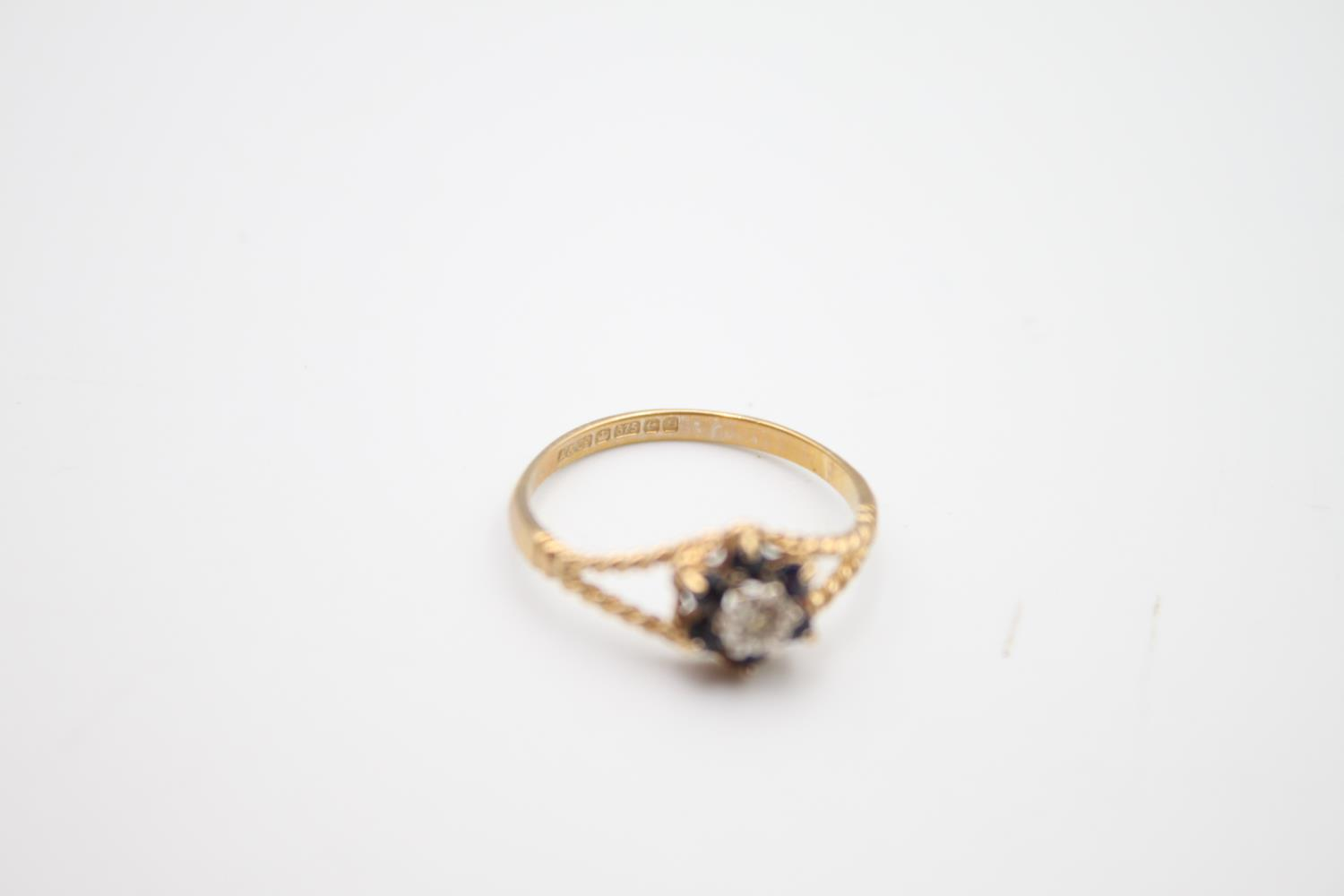 2 x 9ct gold diamond & sapphire rings inc cluster 3.6g Size K on left & O on right - Image 5 of 5