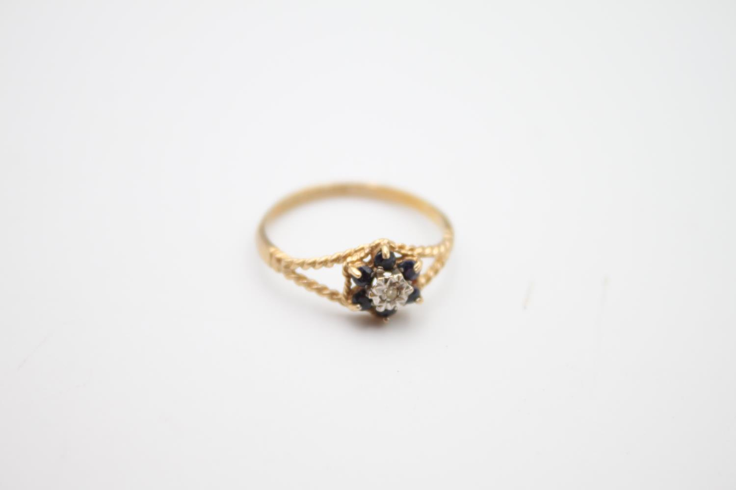 2 x 9ct gold diamond & sapphire rings inc cluster 3.6g Size K on left & O on right - Image 4 of 5
