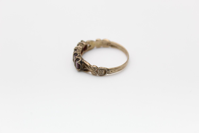2 x 9ct Gold gemstone rings inc. garnet, five stone 4.7g Size M & L - Image 8 of 10