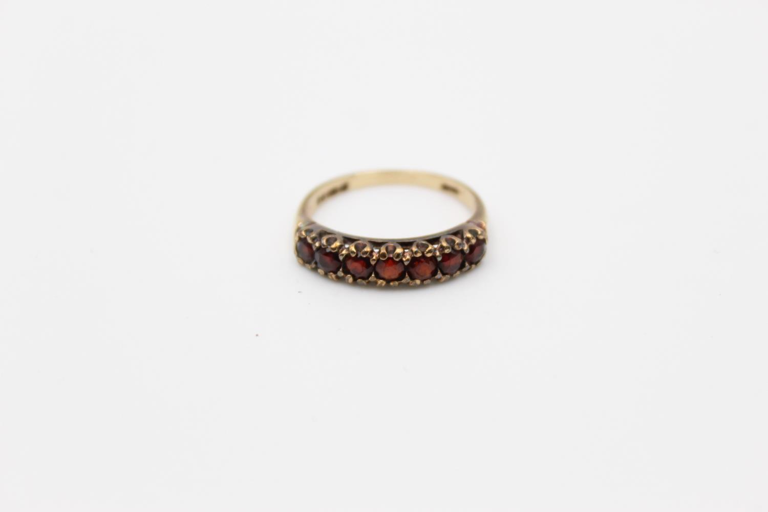 2 x 9ct gold garnet rings inc 7 stone, cluster 4.1g Size O & H - Image 6 of 10