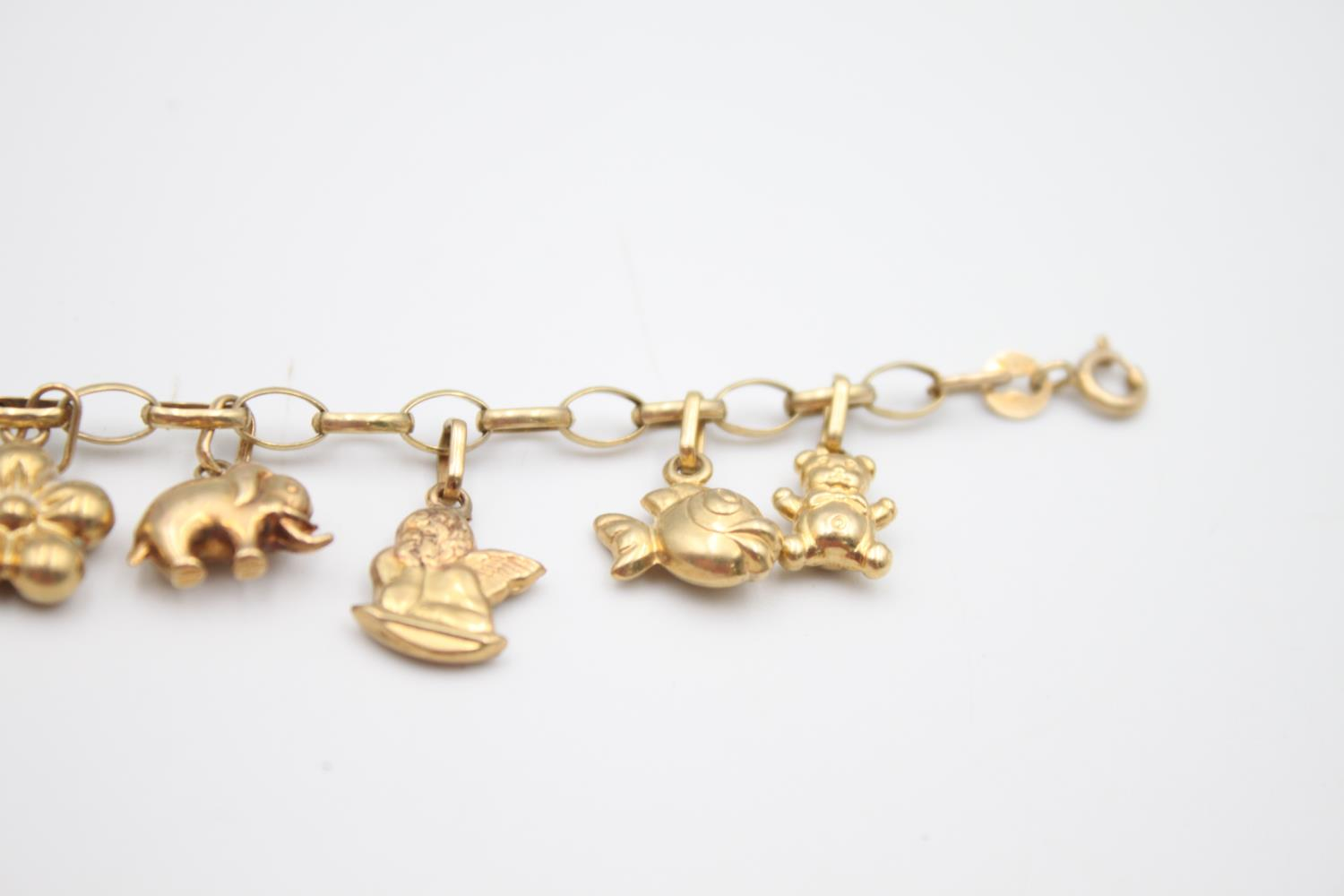 vintage 9ct gold rolo link charm bracelet with a variety of charms 5.7g - Image 7 of 7