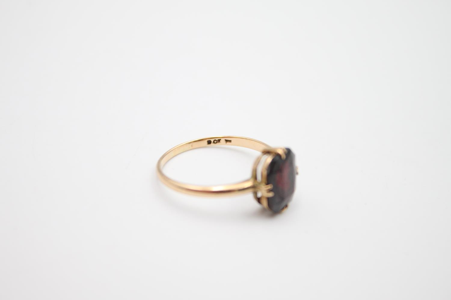 vintage 9ct gold garnet solitaire ring 2.1g Size O - Image 5 of 5
