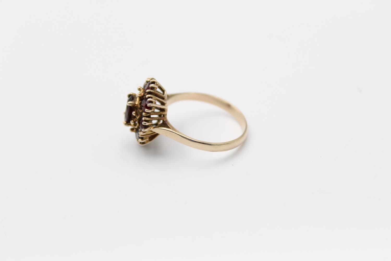 Vintage 9ct Gold garnet cluster ring 3.3g Size R - Image 2 of 4