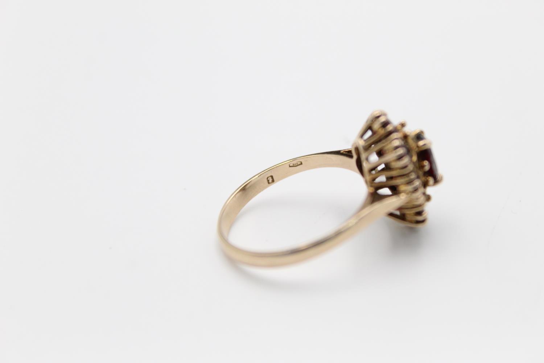 Vintage 9ct Gold garnet cluster ring 3.3g Size R - Image 4 of 4