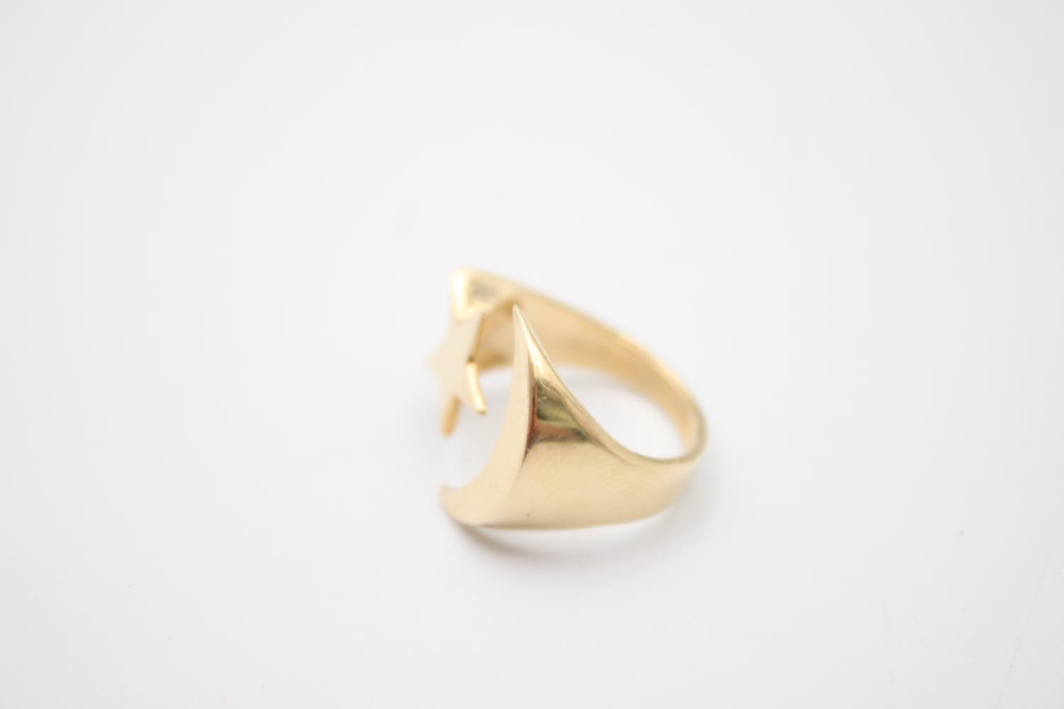 14ct gold moon and star signet style ring 4.8g Size K - Image 2 of 5