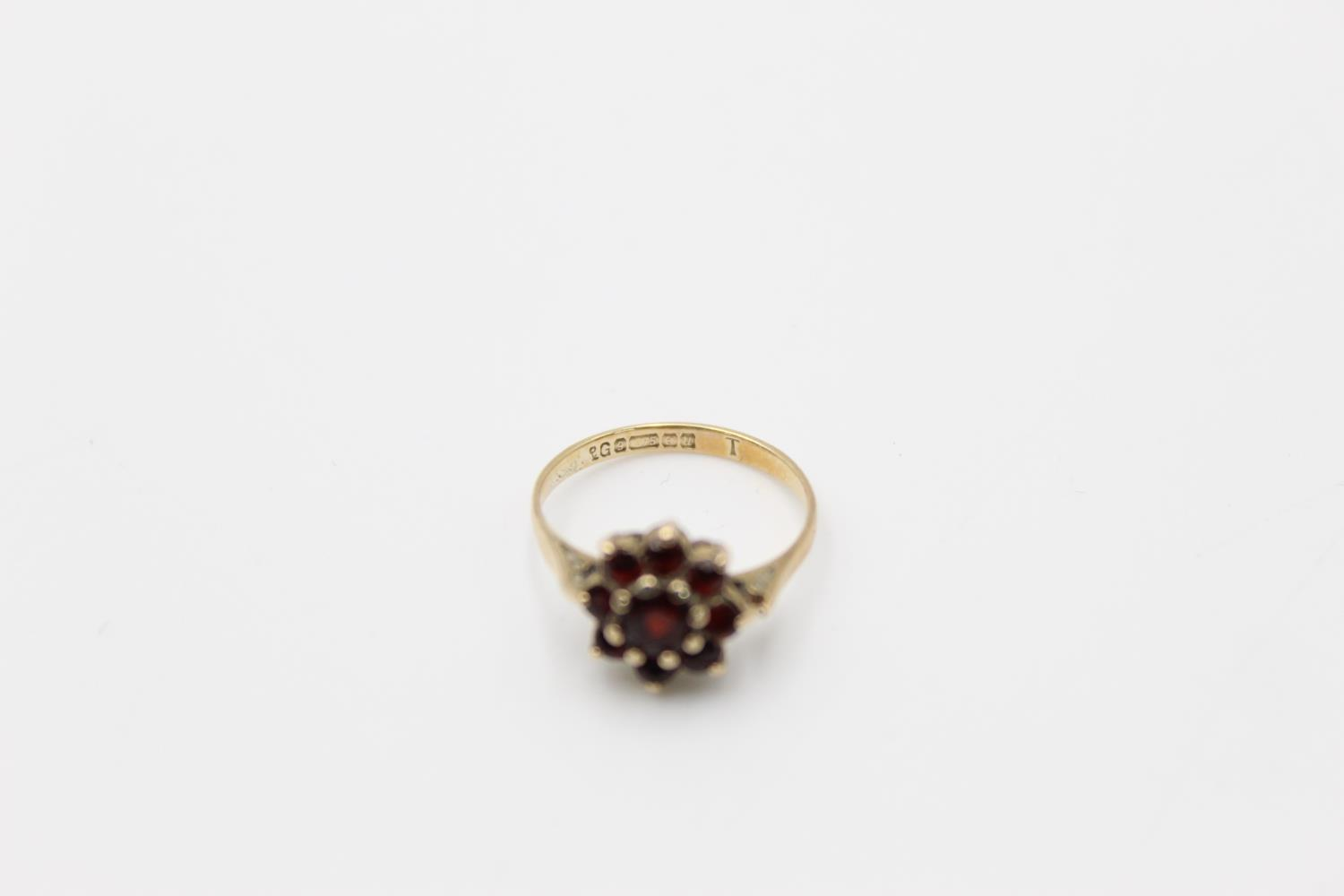 2 x 9ct gold garnet rings inc 7 stone, cluster 4.1g Size O & H - Image 5 of 10