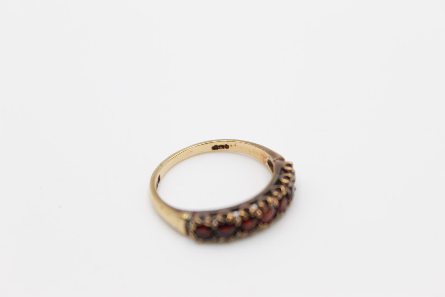 2 x 9ct gold garnet rings inc 7 stone, cluster 4.1g Size O & H - Image 10 of 10
