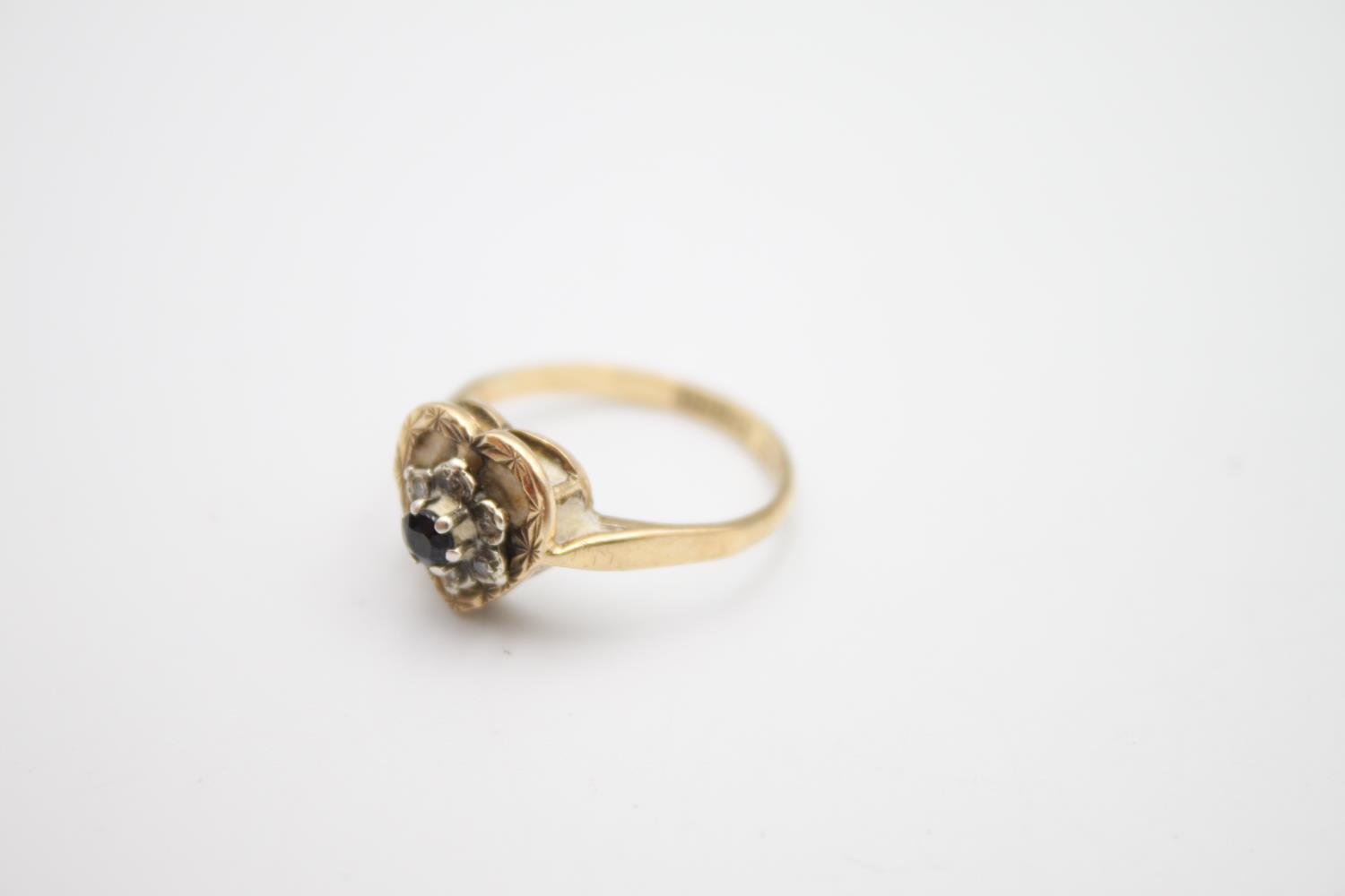 9ct gold diamond sapphire cluster ring 2.7g Size L - Image 3 of 4