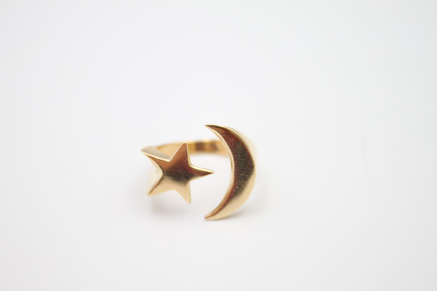 14ct gold moon and star signet style ring 4.8g Size K