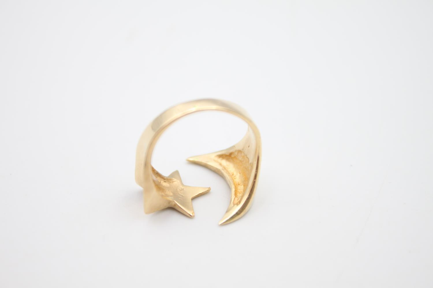 14ct gold moon and star signet style ring 4.8g Size K - Image 5 of 5