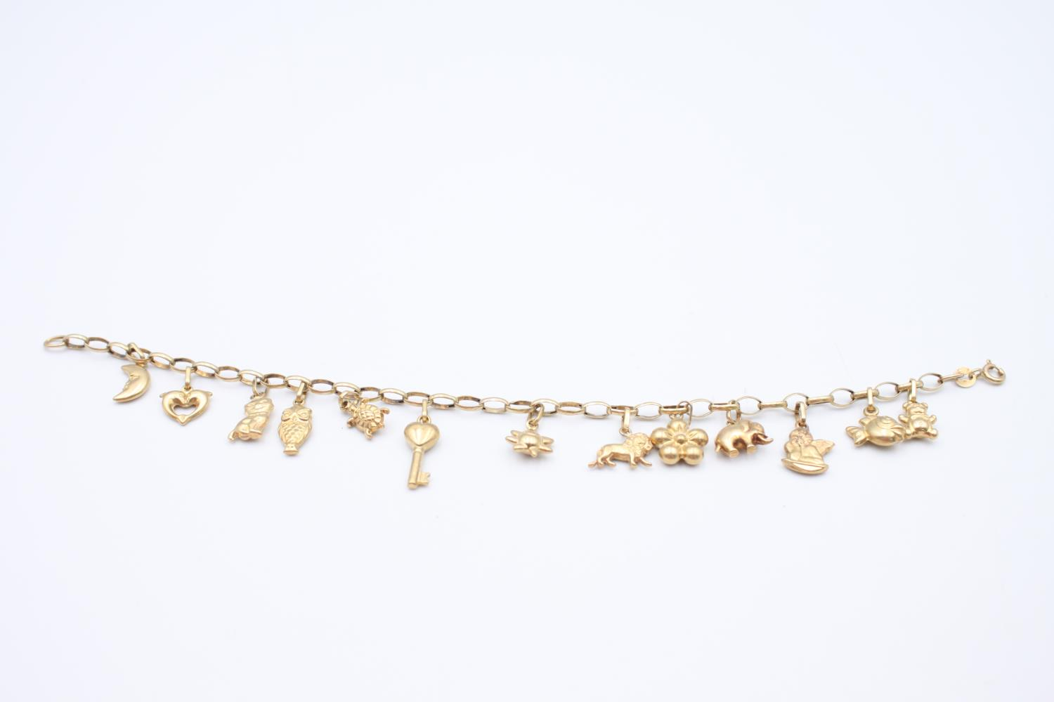vintage 9ct gold rolo link charm bracelet with a variety of charms 5.7g