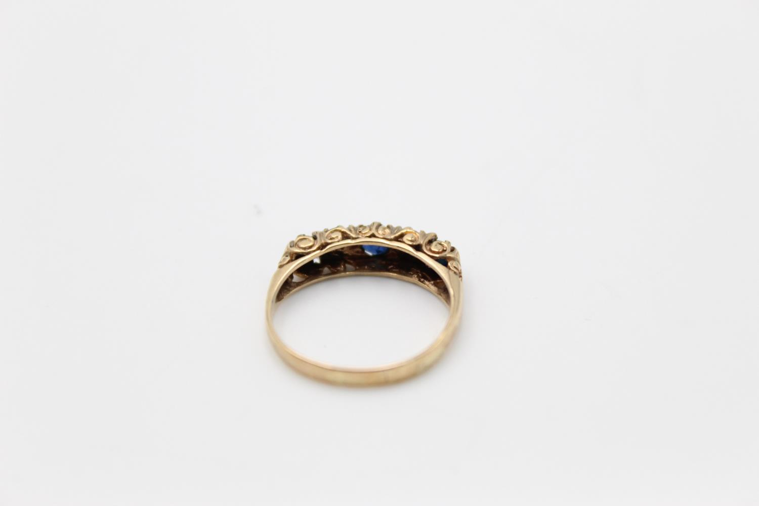 9ct Gold sapphire & diamond gypsy ring 1.8g Size M - Image 3 of 4