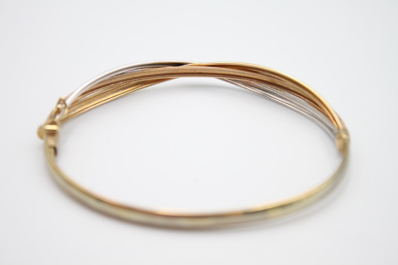 9ct gold tri-tone stylised bangle 5.6g - Image 4 of 5