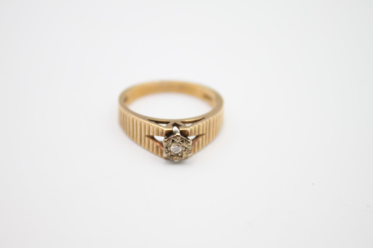9ct gold textured diamond solitaire ring 3.2g Size M