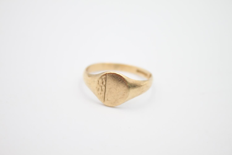 2 x vintage 9ct gold engraved signet rings 5.1g Size U & N - Image 2 of 6