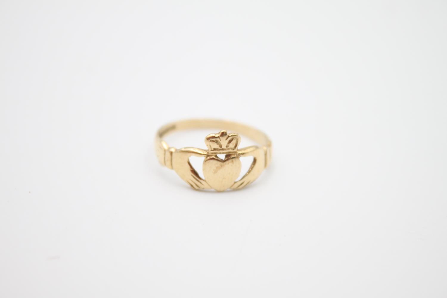 2 x 9ct gold Claddagh rings 4.1g Size K & O - Image 4 of 5